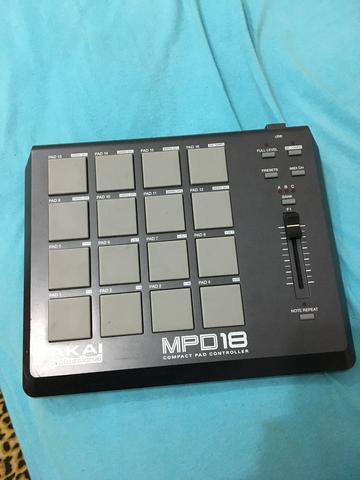 Akai MPD 18 Controladora Dj 16-Pads (Acompanha serial key