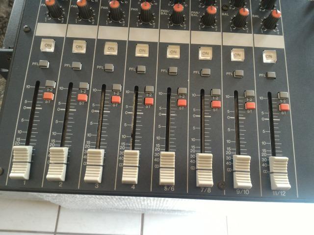 Mesa som mixer Yamaha MG124C muito novo (troco cx ativa 1ª