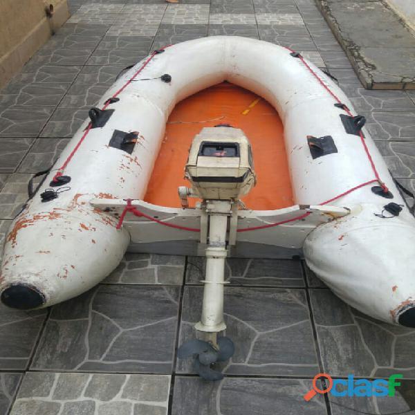 Bote inflável com fundo rígido e com motor de Popa 3.3