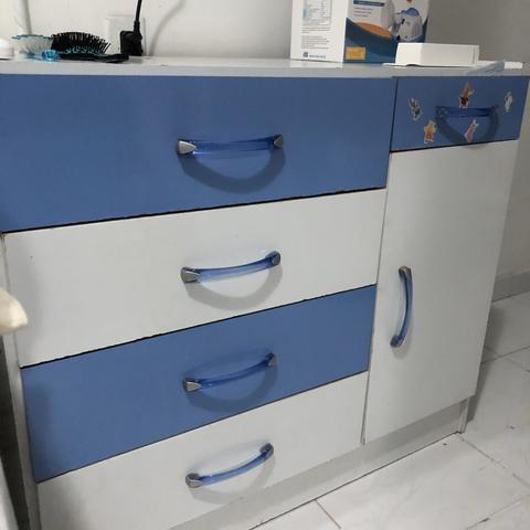 Cômoda infantil azul e branco, conservada!