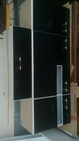 Dois armários Aerio um armário de quatro portas outro