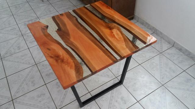 Mesa de Canto (madeira e resina). aceitamos encomendas