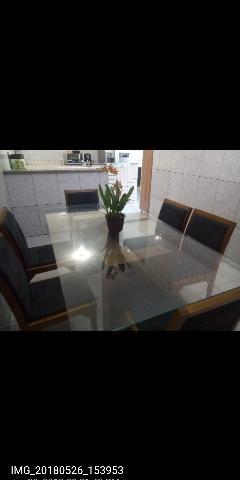Mesa de Jantar Com Seis Cadeiras Estofadas
