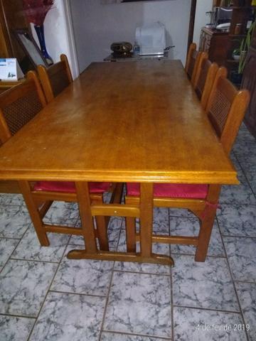Vendo móveis (mesa com cadeiras e estantes em