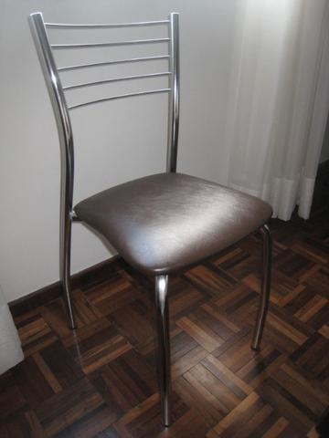 Cadeira cromada, nova,na caixa Vendo 3 unidades, novas, sem