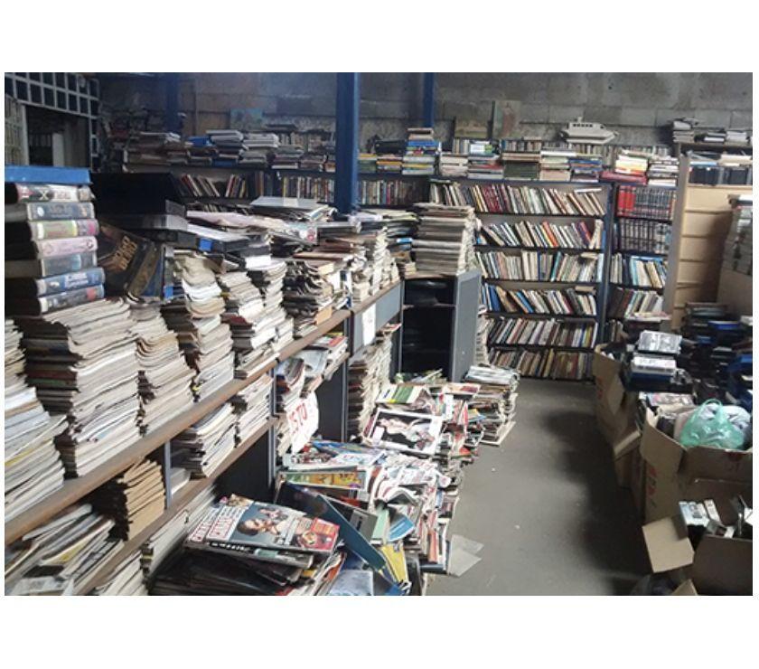 Vendo 220 Livros antigos de  até  Em Latim e