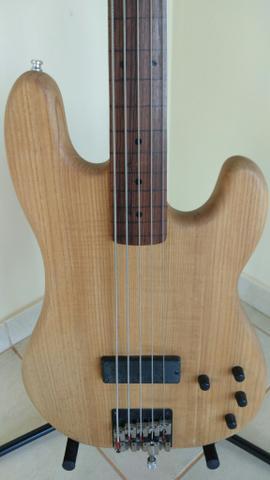 Fender Precision Bass, 5 cordas, fretless, ano