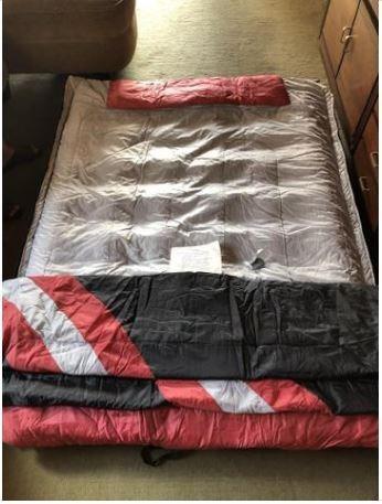 Colchão inflável e sleeping bag casal queen ozark trail