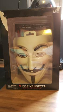 V de Vingança - Máscara e Livro Inglês