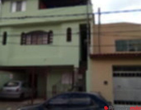 casa no segundo andar com grande área cobertta