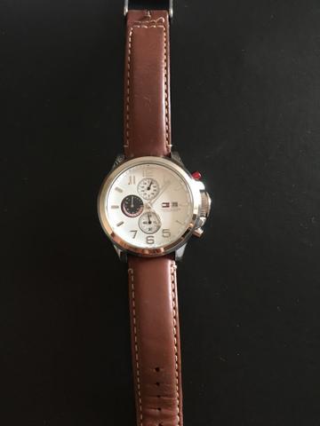 Relógio tommy com pulseira de couro