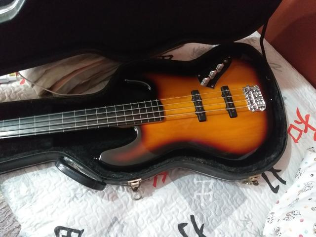 Jazz bass fender squier vm fretless + case