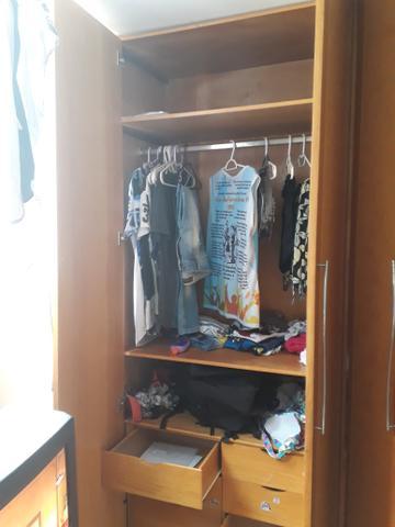 Guarda roupas de madeira boa