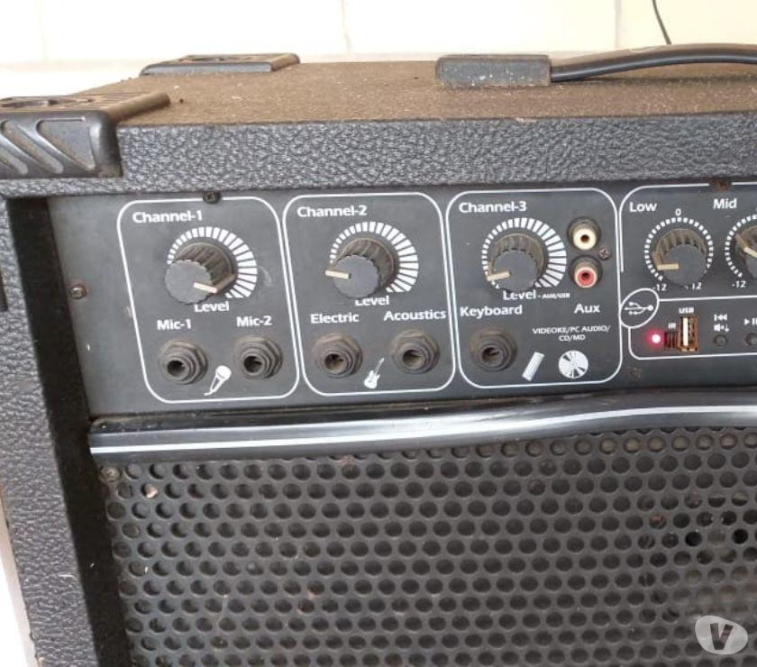 Vendo caixa de som amplificada 300 reais