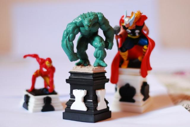 Homem-Aranha, Homem de Ferro, Hulk e outros (xadrez Marvel)