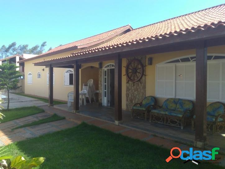Casa muito bem localizada, na orla de Farol de São Thomé