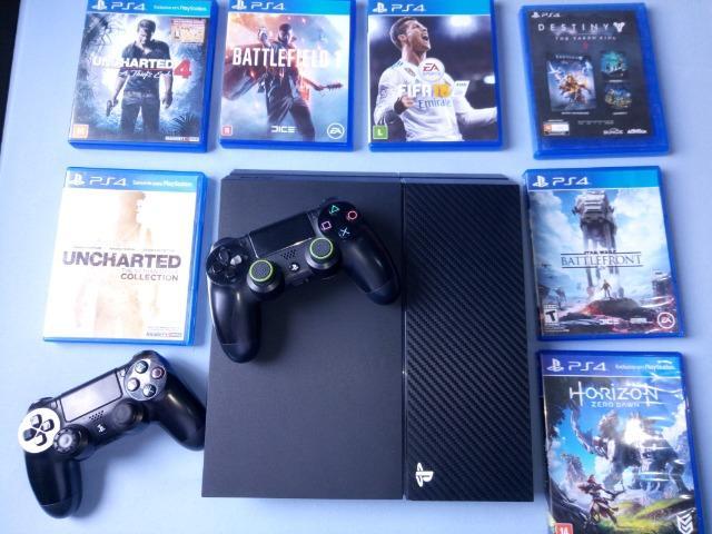 Vendo PS4 com dois controles e 8 jogos