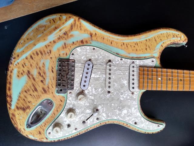 Tagima Stratocaster modelo T-735
