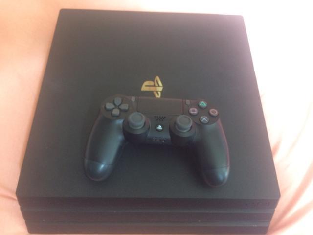 Playstation 4 PRO usado 5 meses