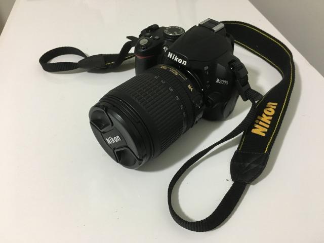 Câmera Nikon D com lente mm