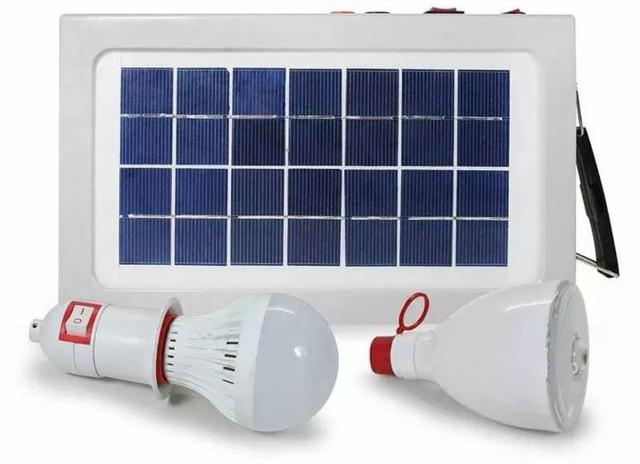 Placa Painel Solar Camping com Bateria e 2 Lâmpadas Led