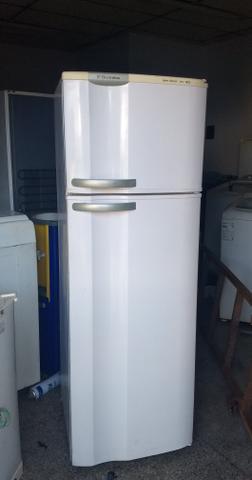 Geladeira Electrolux 330 litros