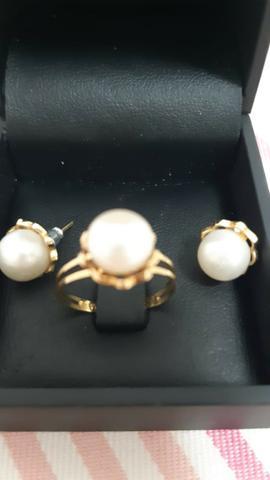 Conjunto anel e brinco em ouro amarelo e pérola usados