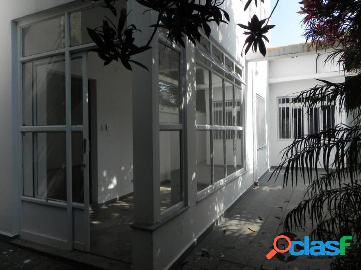 Casa Campo Belo - 03 dorm (01 suite) 02 vagas - 300m²