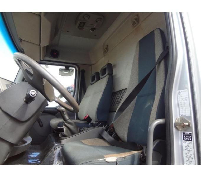 Volvo VM 220 6x2 2015 Prata Poliguindaste para 2 caçambas