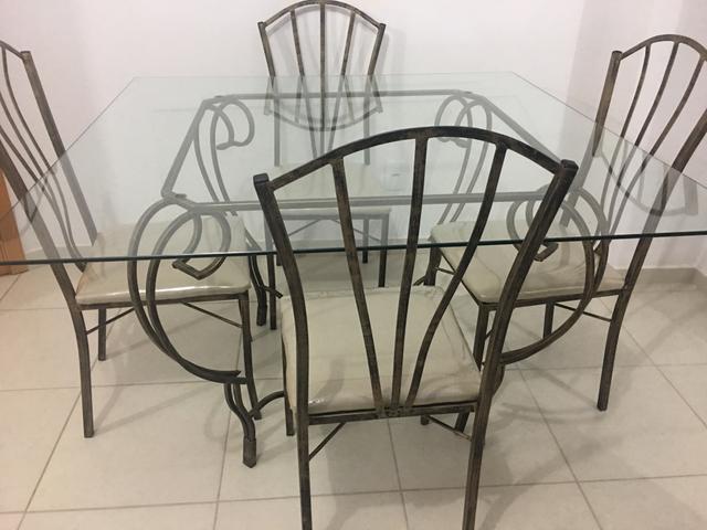 Mesa 4 cadeira 1.30 por 1.30