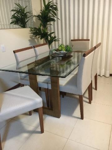 Mesa de jantar e seis cadeiras