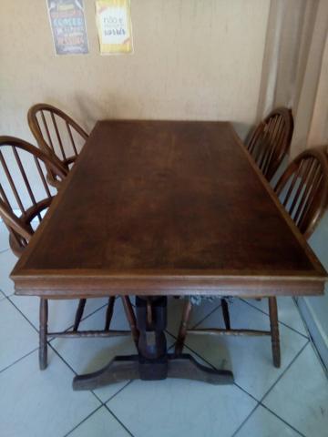 Mesa em madeira maciça para 6 lugares sem as cadeiras