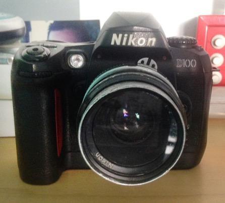 Câmera Nikon D 100 para colecionador.