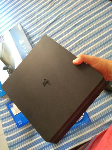 Playstation 4 Slim 1TB 4 meses de uso