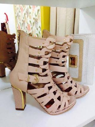 Vendo lote de calçados femininos 60 pares