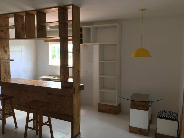 Apartamento 1/4, semi mobiliado, Villas Atlântico, rua