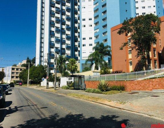 Apartamento com 3 dormitórios amplos, no bairro Cristo Rei,