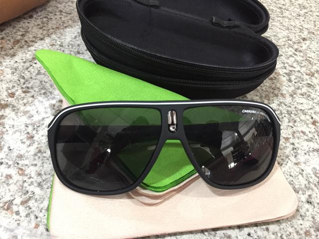 Óculos de sol com entrega! 2 por R$