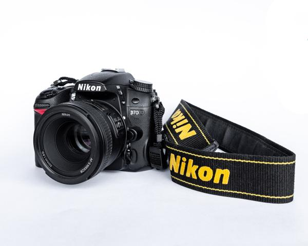 Câmera Nikon D + Lente Nikon 50mm 1.8G