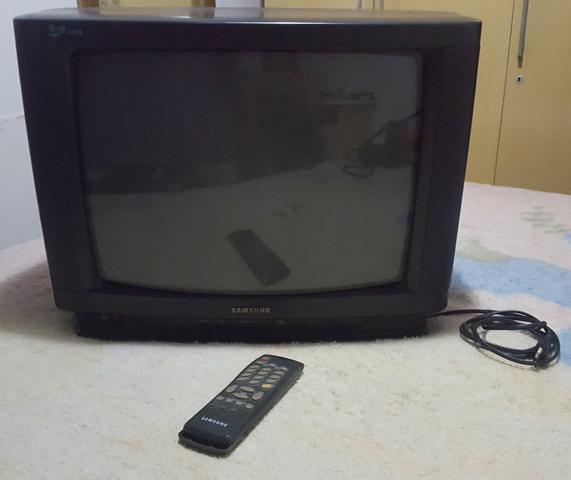 TV Samsung 20 polegadas com controle remoto