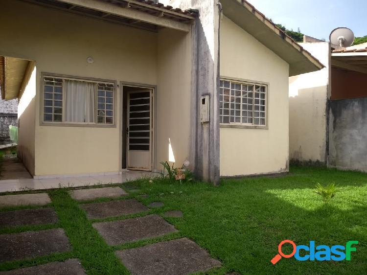 Alugo Linda Casa Com 03 Quartos Semi-Mobiliada no