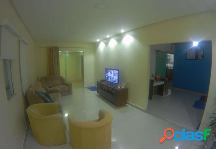 Vendo Linda casa Com 03 Quartos e 01 Suite no Conjunto