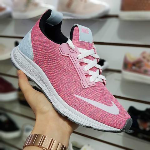 Tênis Nike boost Rosa