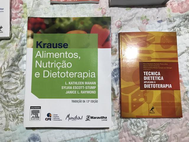Coleção de livros para acadêmicos em Nutriçao