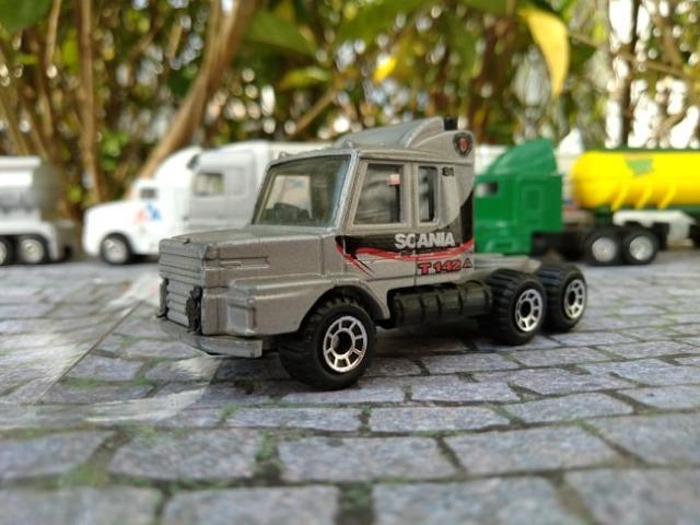 Vendo Miniatura Caminhão Scania T  x 2 Prata