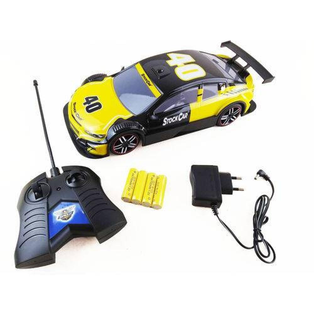 Carrinho de controle remoto stock car preto e amarelo em rio