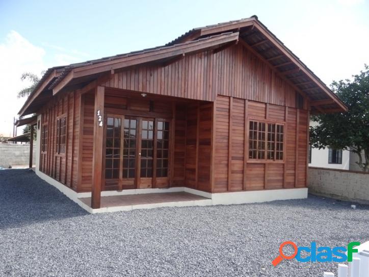 Casa nova, pré-fabricada, com 03 dormitórios sendo 01