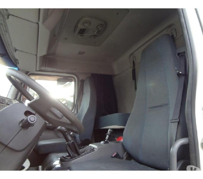 Volvo VM 270 2013 Branco 6x2 Tanque de Inóx 15 mil litros