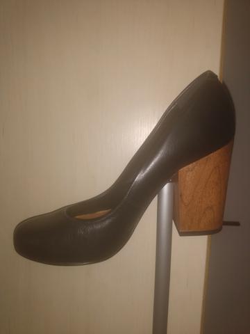 Bota cano curto, sandália alta, sapato salto grosso