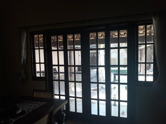 Portas e janelas de madeira